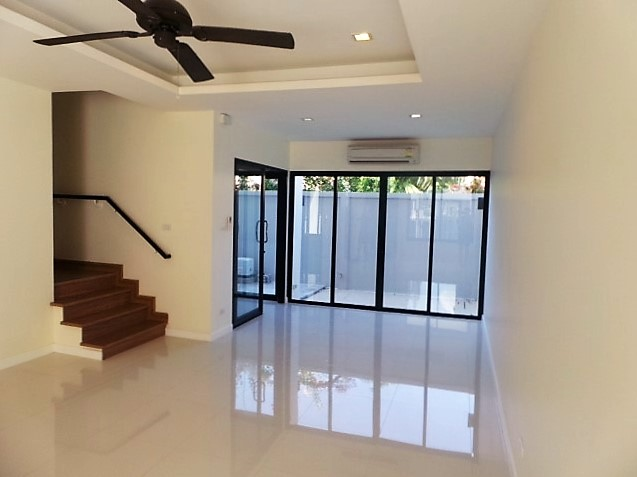 DISCOUNTED!  Laguna Park – 3-Storey Town Home for Sale
