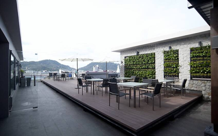 Stylish 125-Key Tourist Hotel in the Heart of Patong's Entertainment District