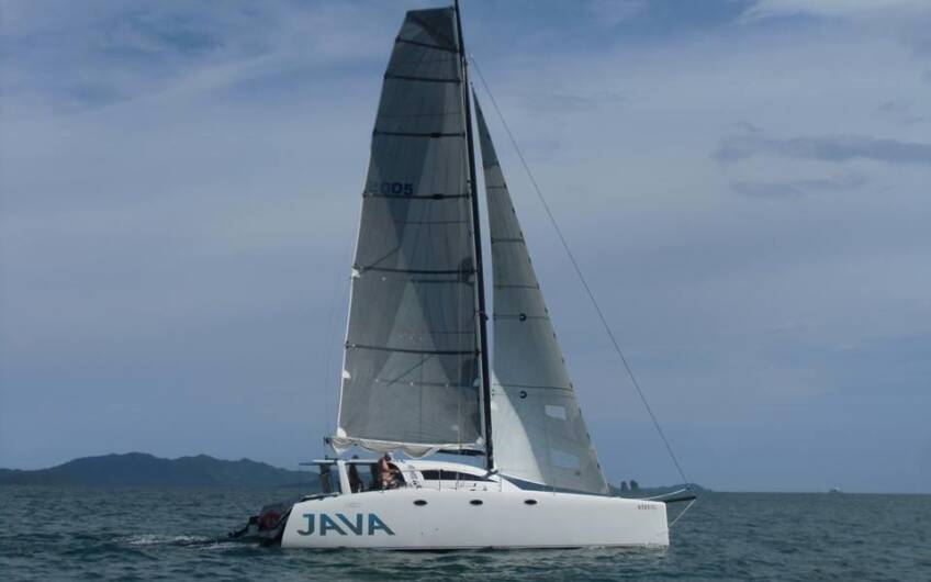 Java 38′ Catamaran for Day Cruise
