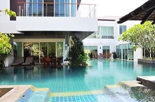 Large Modern 4-Bedroom Pool Villa in Kamala