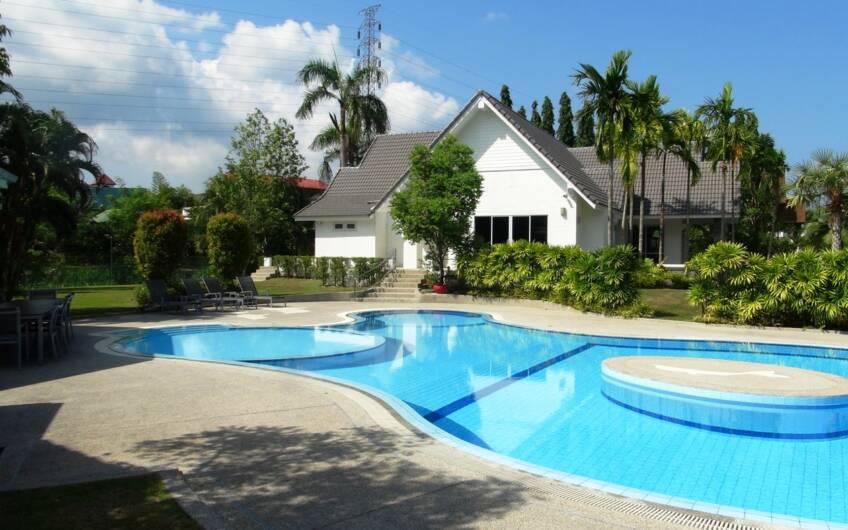 Anupas Golf Ville – Large Luxurious 5-Bedroom Private Pool Villa in Kathu