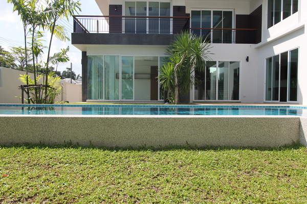 Elegant 3-Bedroom Pool Villa in Pasak