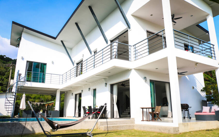 Baan King – Modern 4-Bedroom Pool Villa near Yanui Beach