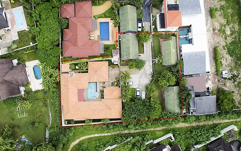 REDUCED – Lovely 4-Bedroom Pool Villa in Nai Harn with 3 Guest Bungalows