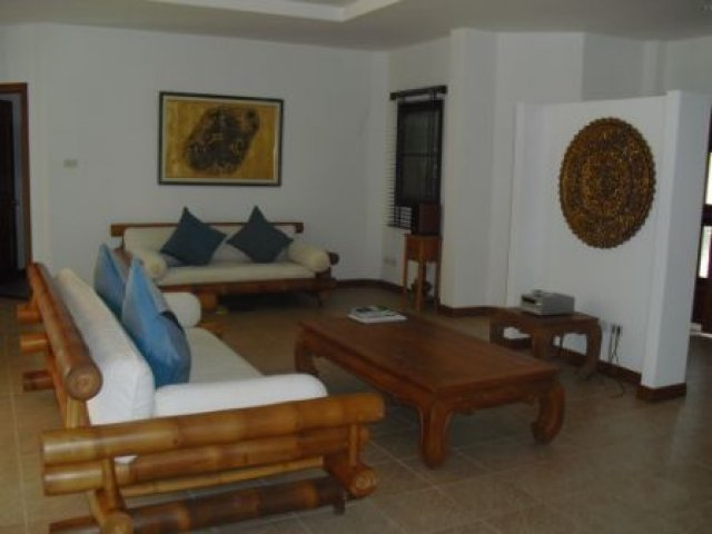 Coconut Palm – Large 4 Bedroom Pool Villa in Chalong